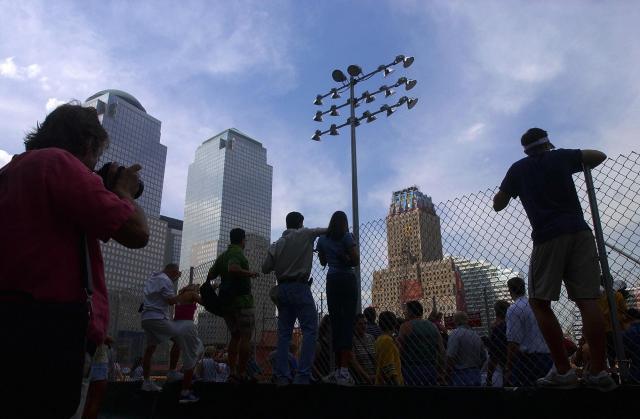 テロから約1年後のグラウンド・ゼロ=ニューヨーク、2002年8月27日
