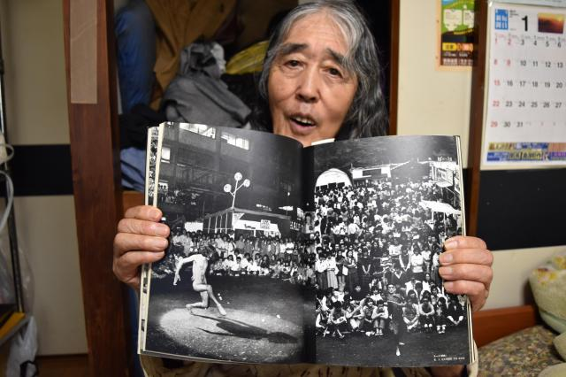 母親の静枝さんに見られ、気まずい思いをしたというヌード写真の載った自伝