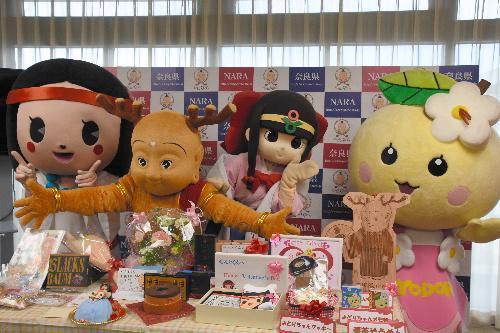 バレンタインに集合した、ひみこちゃん、せんとくん、蓮花ちゃん、よどりちゃん=奈良市