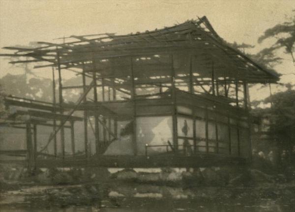 焼け落ちた金閣寺舎利殿
