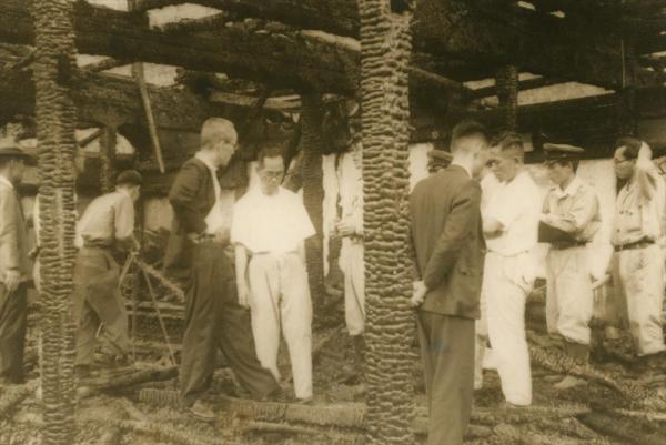 1950年7月2日未明、火災で焼失した臨済宗相国寺派別格地鹿苑寺(通称金閣寺)の現場検証