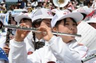 甲子園で演奏をする大阪桐蔭の吹奏楽部。大阪大会では楽器を使った応援が禁止されている=2015年3月31日