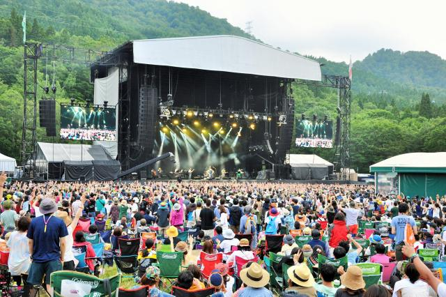 毎年、大勢の観客が詰めかけたフジロック・フェスティバル=2015年、新潟県湯沢町