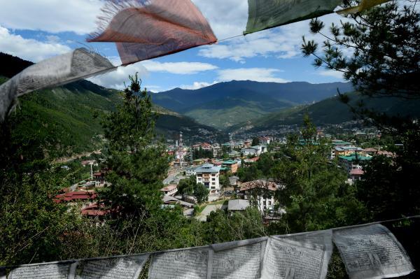 ブータンの首都ティンプーの街並み=2017年6月1日、ティンプー、北村玲奈撮影
