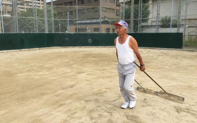 「この整備はな、自分のトレーニングのためやねん」と話す大川さん