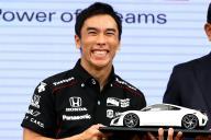 インディ500で優勝したお祝いに、ホンダNSXが贈られることが発表され、笑顔を見せる佐藤琢磨