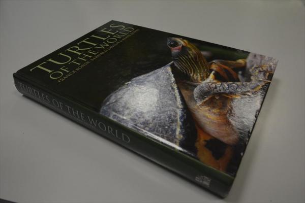 カメだけで1冊書かれた本=福井県立恐竜博物館