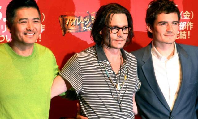 「パイレーツ・オブ・カリビアン ワールド・エンド」のイベントで来日したジョニー・デップさん、オーランド・ブルームさん(右)とチョウ・ユンファさん=2011年8月、ロイター