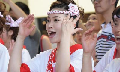合格した斎藤由季さん。練習で合いの手のかけ声を入れる