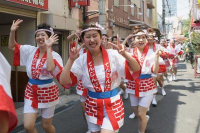大阪天満宮まで天神橋筋商店街の裏道を走る走る。