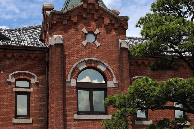 旧奈良少年刑務所の庁舎=2017年7月、矢木隆晴撮影