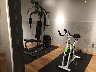 Ciftにはトレーニング機器も置かれている=東京都渋谷区