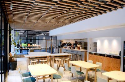 渋谷キャストの1階に設けられたカフェ=東京都渋谷区
