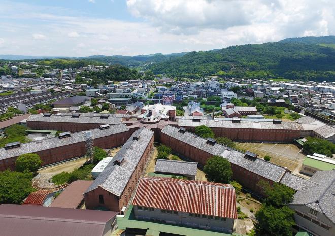 旧奈良少年刑務所=2017年7月、溝脇正撮影