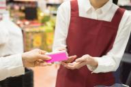 スーパーでも見かける外国人の店員。店内で感じた「日本って変」について聞いてみた ※写真はイメージです