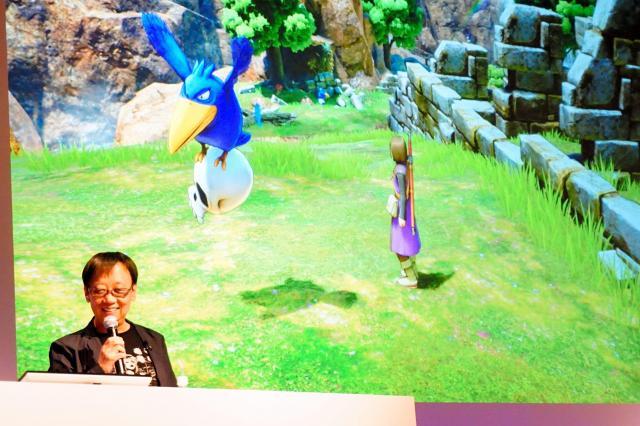 新作の発表会で「ドラゴンクエストⅪ」を紹介する堀井雄二さん=2015年7月28日
