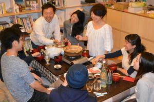 「子育てシェアハウス」に思わぬ反論、これが日本の「しんどさ」か…