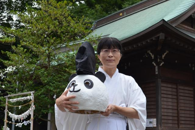 有鹿神社の禰宜(ねぎ)・小島実和子さん。