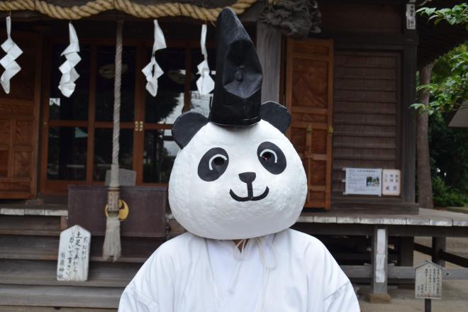 Twitterで話題、有鹿(あるか)神社の「パンダ宮司代理」