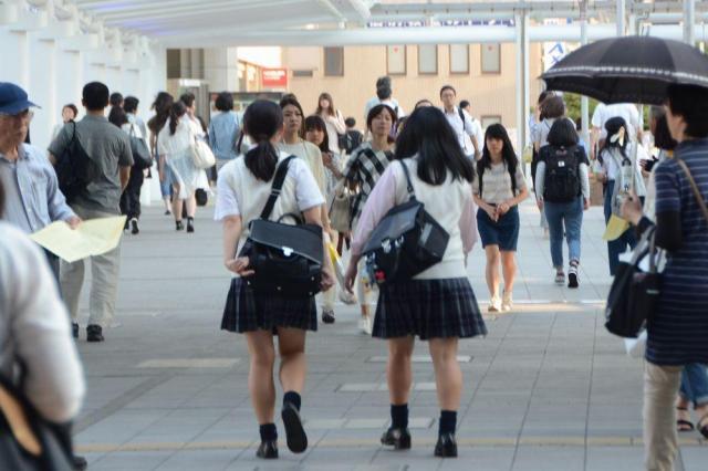 札幌から福岡まで2400人の女子高生を調査した