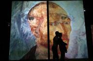 サンクトペテルブルクであったゴッホの映像展=2014年9月、ロイター