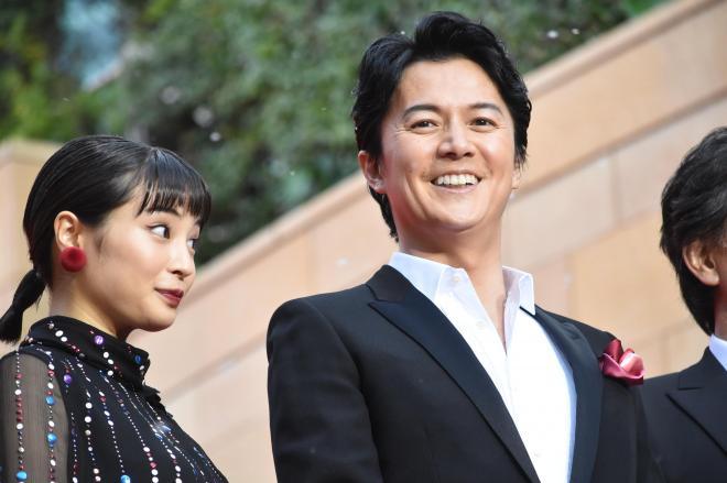 「三度目の殺人」の完成披露試写会に登場した、主演の福山雅治さんと広瀬すずさん