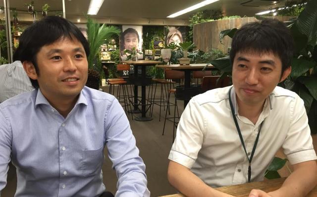「ゲゲゲのお花」の商品企画に携わった金澤和央さん(左)と吉村孝さん