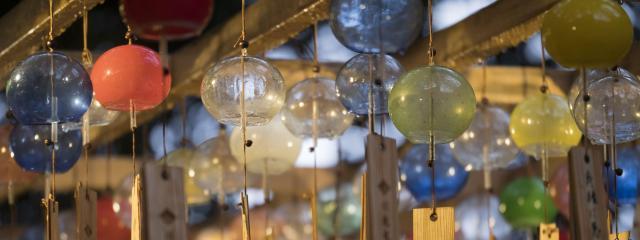 「縁むすび風鈴」では2千個の風鈴が飾られている=川越氷川神社(埼玉県川越市)、佐藤正人撮影