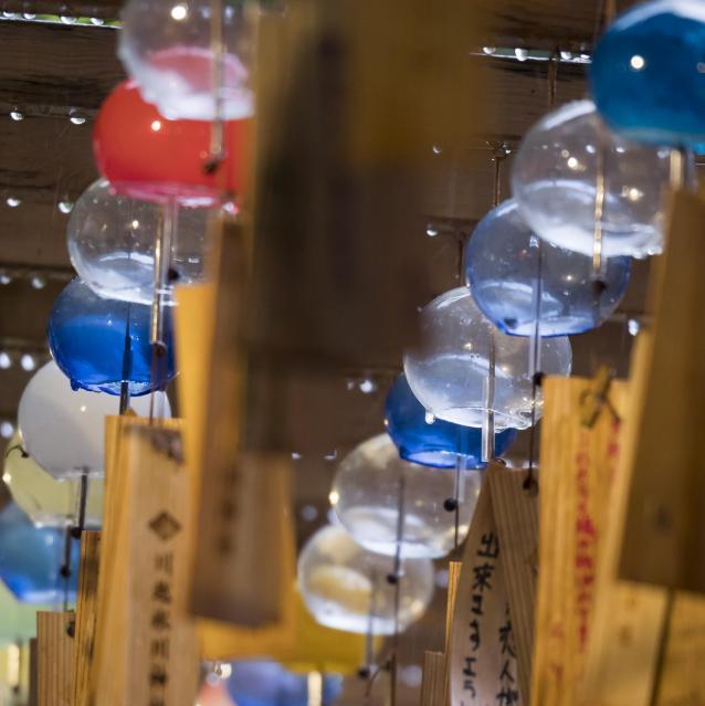 「縁むすび風鈴」で飾られている風鈴=川越氷川神社(埼玉県川越市)、佐藤正人撮影