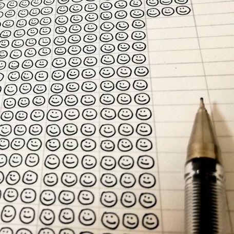 1本のボールペンのインクが無くなるまでスマイルを描き続けた時の途中経過(c)satowasuka