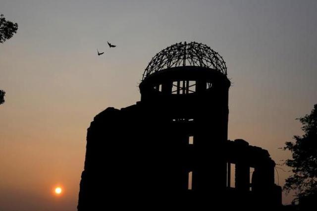 夕暮れの原爆ドーム 2015年8月5日撮影