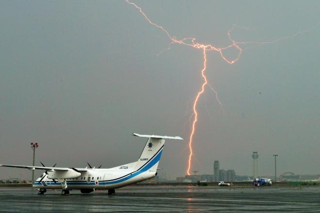 羽田空港周辺で見られた雷=7月18日