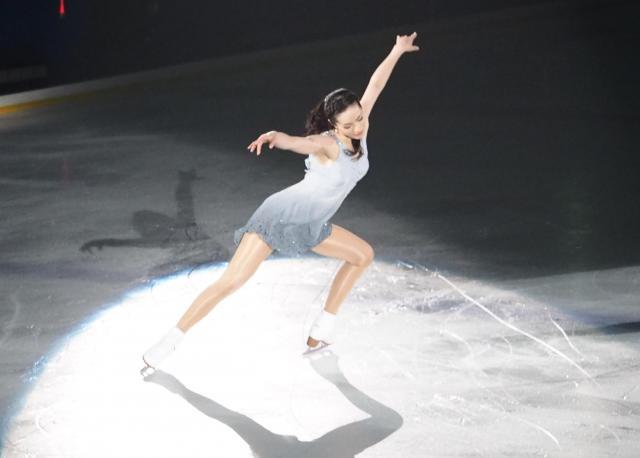 アイスショーで演技する荒川静香さん=2017年4月29日、横浜市