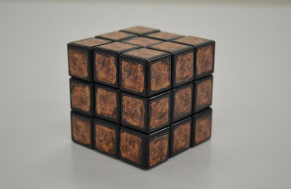【これはまだ揃っていません】絵柄を崩した謎肉キューブ。一見しただけでは揃っているのか揃っていないのかわかりません
