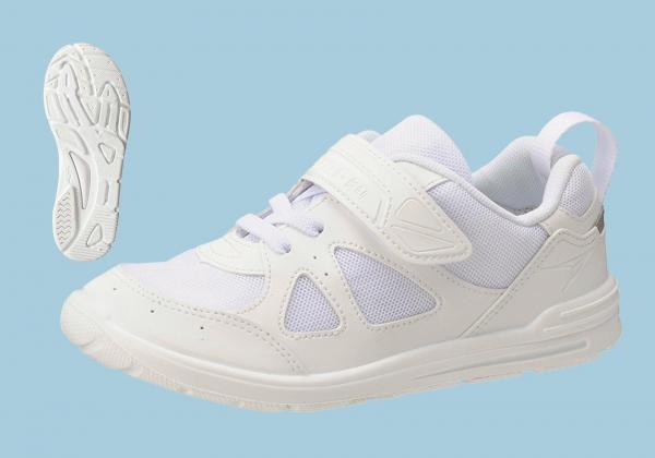 内履き・外履き兼用シューズ「瞬足そくいく SKI0010」。東日本大震災時に「上履きのまま高いところへ走って逃げたら助かった」という子どもたちの声を背景に商品化した