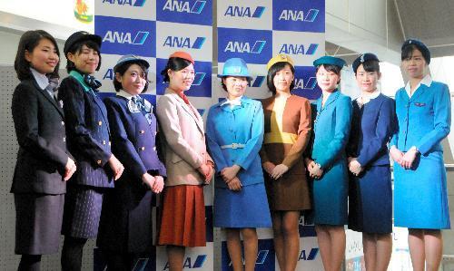 旅客機就航60年。ANA客室乗務員の歴代制服を紹介する催しも=2016年3月、松山空港