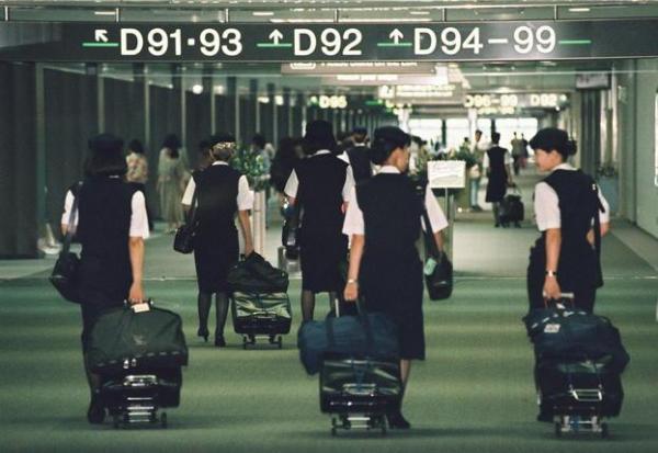 【1994年】フライトに出発する客室乗務員