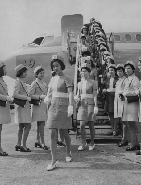 【1970年】新しく発表された全日空客室乗務員の制服
