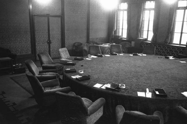 首相官邸の閣議室=1948年12月