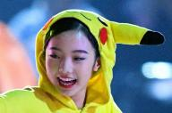 アイスショーでピカチュウに扮して演技する本田真凜=2017年8月5日、遠藤啓生撮影