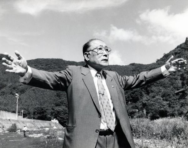 群馬県上野村の村長をつとめた黒沢丈夫氏=1993年7月15日