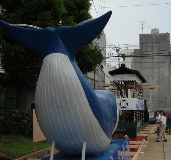 くじらの精霊船=2003年、長崎市