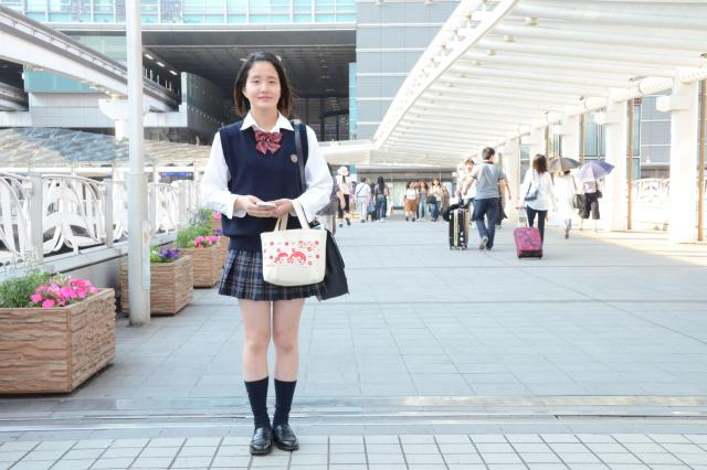北九州市の女子高生。靴下を少したるませています