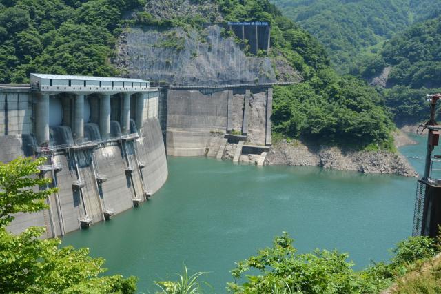 真名川ダムの周辺