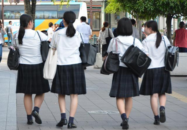 靴下が短い愛媛の高校生