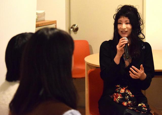 2月3日に開いたイベントでは、AV出演強要被害者でユーチューバーのくるみんアロマさんが女子大生と対談した
