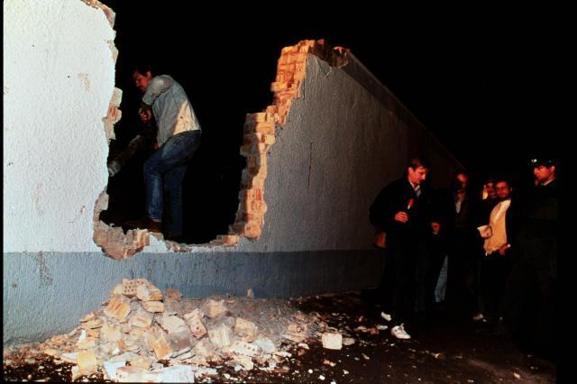 冷戦の象徴とされたベルリンの壁が崩壊した=1989年11月