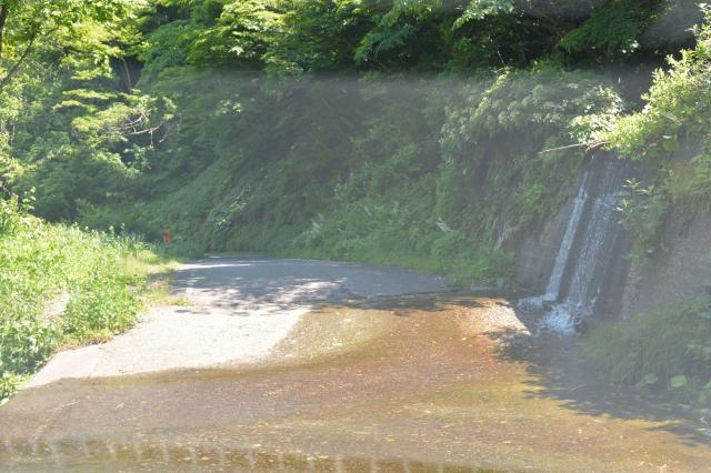 道路を川が横切る「洗い越し」