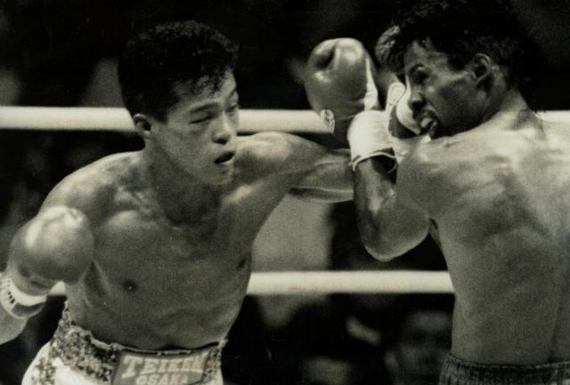 WBC世界バンタム級王座を初めて獲得した対グレグ・リチャードソン戦の一場面=1991年9月19日