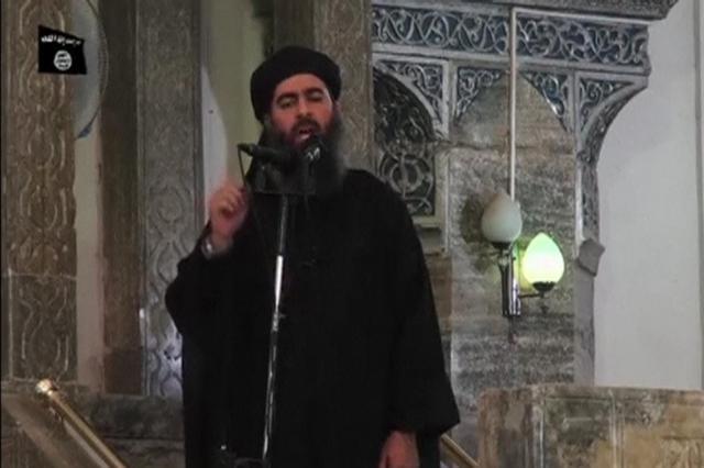 モスルで演説をするISの最高指導者、バグダディ容疑者。2014年7月5日にインターネットに投稿された動画から